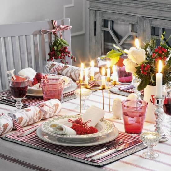 traditional-christmas-table-setting